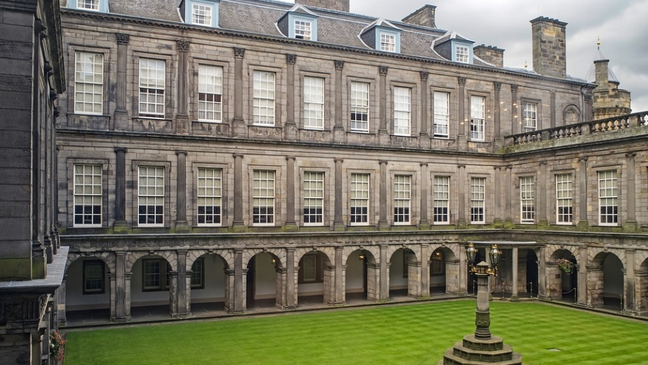 palace of holyroodhouse courtyard