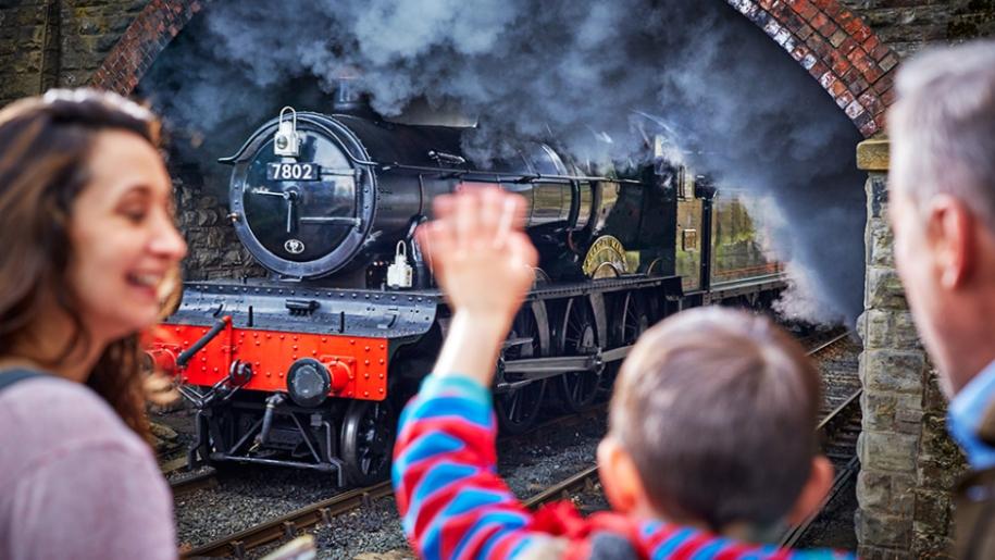 severn railway boy waving