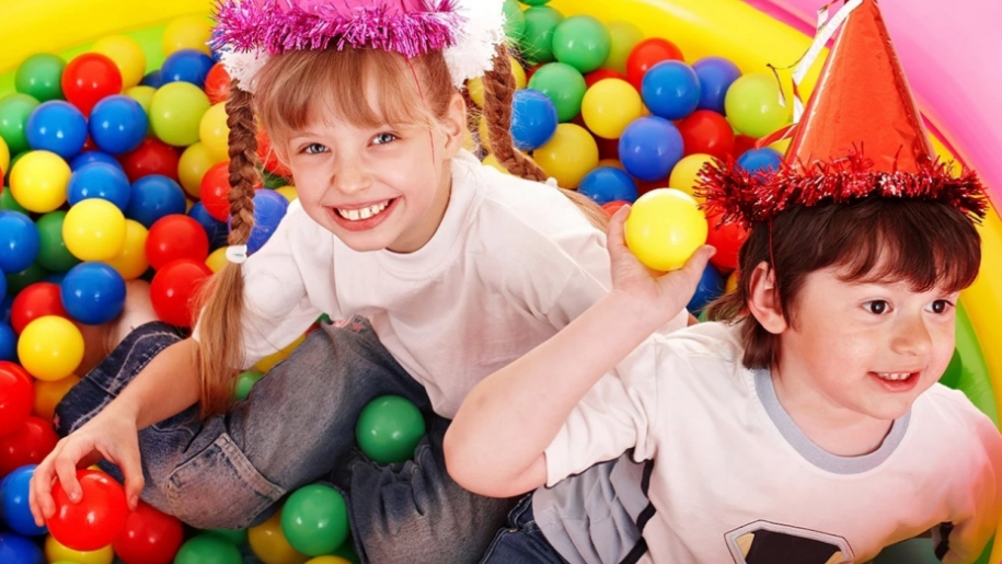 girl and boy ball soft play centre