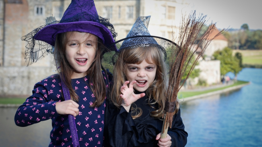Leeds Castle halloween girls