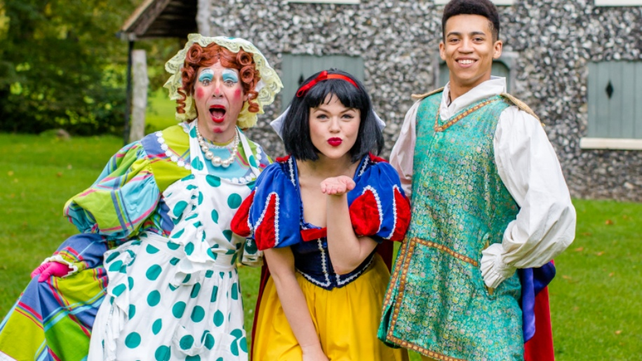 cast of snow white at chelmsford