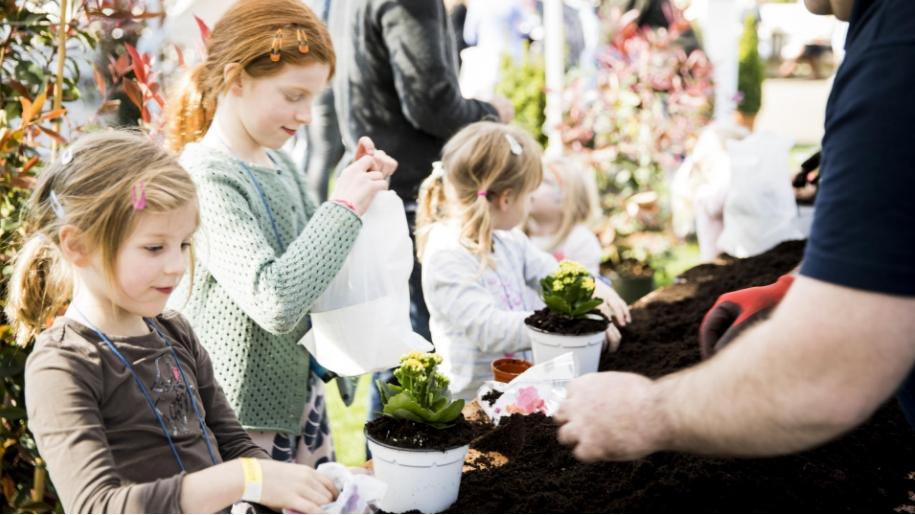 girls planting