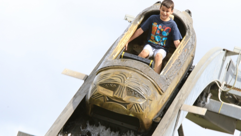 twinlakes boy on log flume