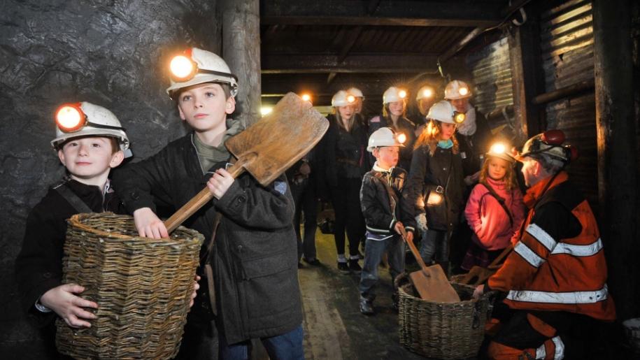 children inside coal mine
