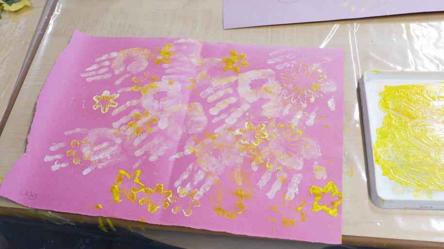 children hand painting