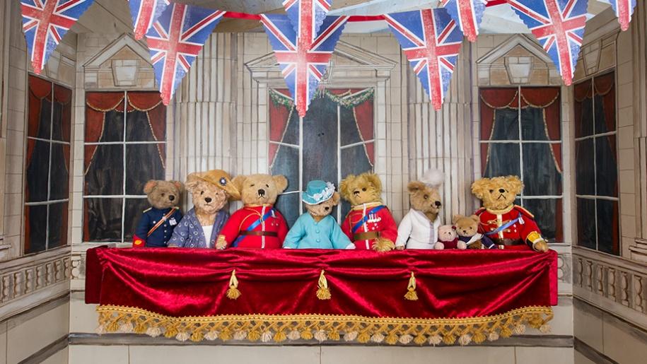 royal teddy bears on balcony