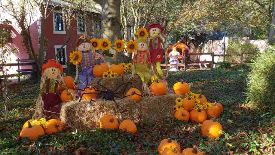 sundown adventureland, pumpkin an scarecrow hay display