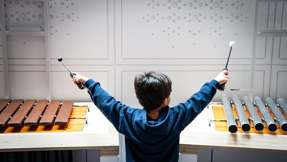 Winchester Science Centre boy with Xylophone 915x515