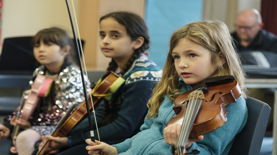 Saffron Centre for Young Musicians - Saffron Walden - Three young girls playing the violin