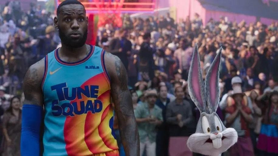 man in basket ball top and bugs bunny cartoon Space Jam film